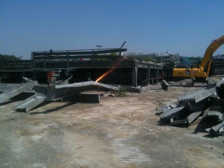 Demolizione parcheggio Linate